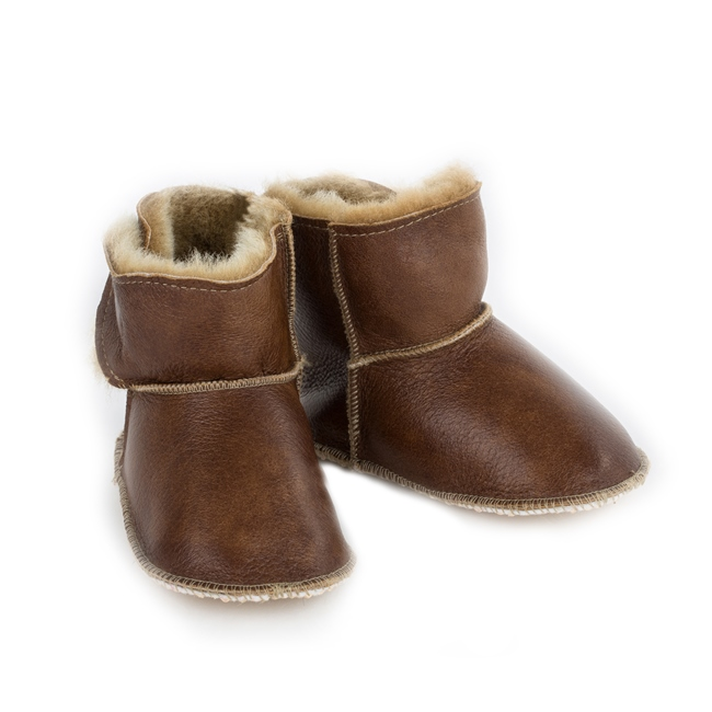 Chaussons bébé en peau agneau double face intérieur fourré laine mouton dessus cuir camel caramel garçon fille semelle anti dérapante dt collection direct tannerie importateur