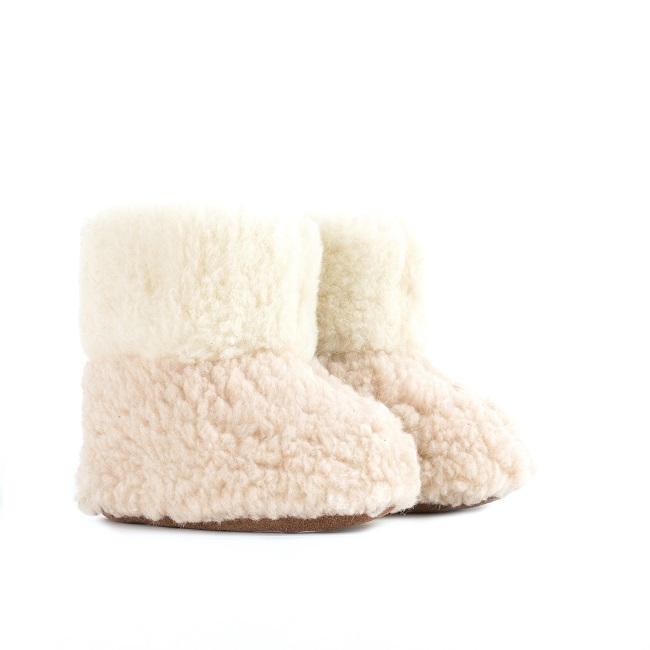 Chaussons blanc écru beige marron en laine naturelle de mouton bottine chaude fourré lainage pas cher lavable enfant chaud légergrossiste importateur négociant vente en gros direct tannerie