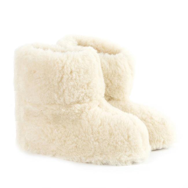 Chaussons blanc écru en laine naturelle de mouton bottine chaude fourré en lainage pas cher lavable adulte souple chaud légergrossiste importateur négociant vente en gros direct tannerie pantoufles