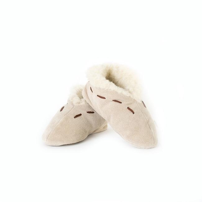 Chaussons pantoufles peau cuir vachette beige intérieur fourrure fourré laine écru beige cuir souple léger savate mules chaude semelle ballerine enfant moka grossiste importateur vente en gros