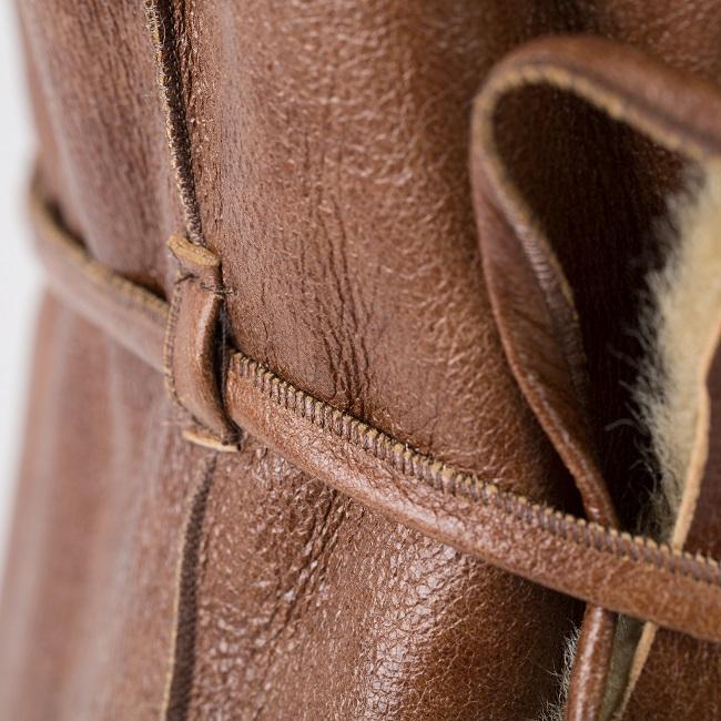 Gilet veste sans manches caramel marron clair brun en peau et fourrure naturelle d`agneau cuir de mouton double face lainage peau lainée peaux fourrures pas cher femme dt collection grossiste