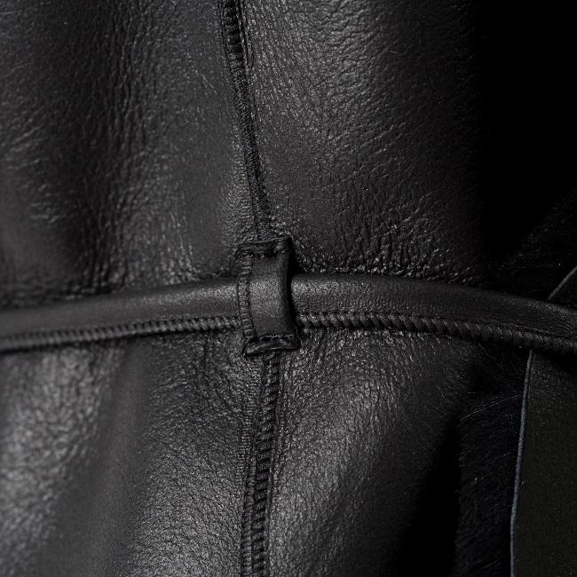 Gilet veste sans manches noir noire en peau et fourrure naturelle d`agneau cuir de mouton double face lainage peau lainée dt collection grossiste importateur négociant direct tannerie