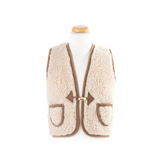 gilet en laine de mouton mixte enfant intérieur laine naturelle de mouton marron beige écru lainage veste sans manche gilet de berger direct tannerie dt collection grossiste