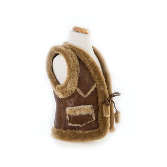 gilet en peau de mouton agneau double face enfant intérieur fourrure laine naturelle de mouton marron brun camel lainage veste sans manche gilet de berger dt collection importateur gros