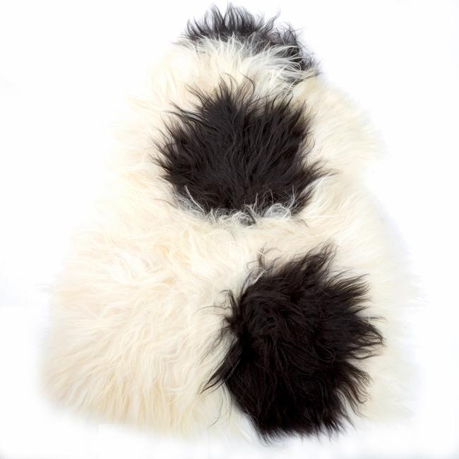Peau de mouton islandaise naturelle noire et blanche tapis descente de lit tapis en laine naturelle poils longs taches classique chambre salon carpette décoration direct tannerie grossiste gros