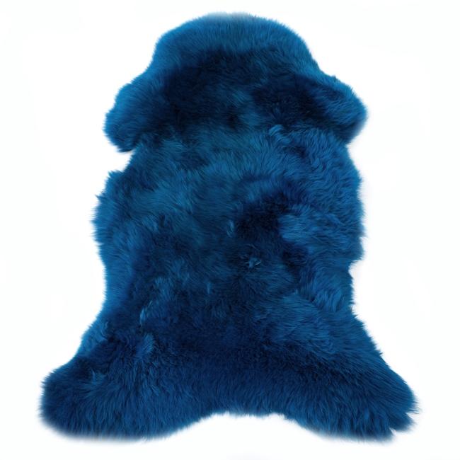 Peau de mouton mérinos teintée bleue tapis descente de lit tapis en laine naturelle chambre bleu dur bleu roi poils ras peau de bête dt collection grossiste gros