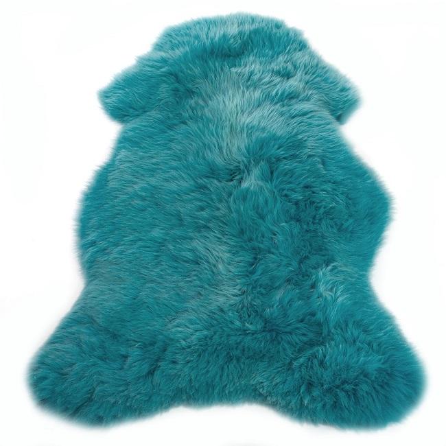Peau de mouton mérinos teintée bleue turquoise tapis descente de lit tapis laine naturelle bleu azur poils ras bête fourrure grossiste importateur vente en gros dt collection direct tannerie vaucluse