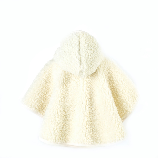 Poncho enfant en laine naturelle de mouton blanc écru beige intérieur doublé laine vierge cape à capuche lavable machine bébé enfant naissance cadeau direct tannerie dt collection grossiste