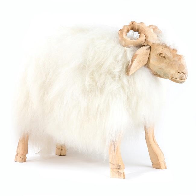 Pouf bélier en bois naturel et fourrure en peau de mouton mérinos islandaise laine blanc couleur assise confortable mousse à mémoire de forme banc tabouret chaise dt collection grossiste importateur
