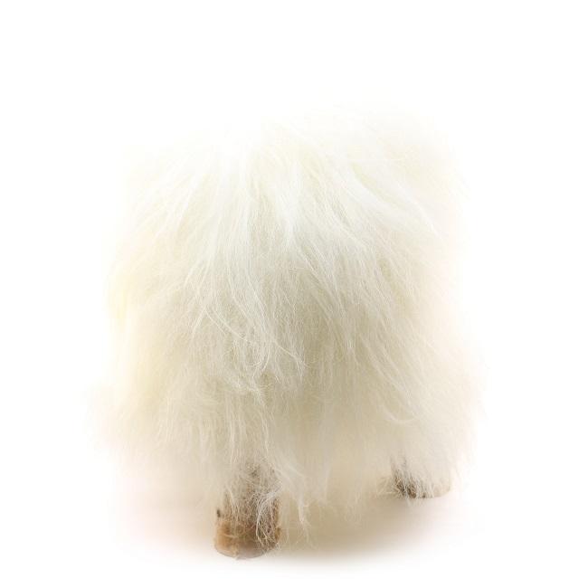 http://www.direct-tannerie.com/images/t/tab/tabouret-pouf-en-peau-de-mouton-grossiste-importateur-direct-tannerie-vente-en-gros-noir-noire-naturelle-poils-longs-islandais-p.jpg