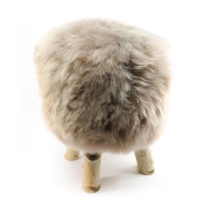 tabouret pouf en peau de mouton greige beige marron glacé grossiste importateur direct tannerie vente en gros france poil ras p