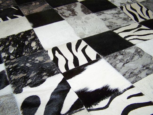 Tapis en patchwork peau de vache fantaisie noir et blanc détail