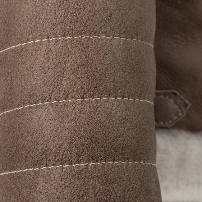 Veste femme natty en peau d`agneau double face fourrure mouton intérieur peau lainée cuir marron glacé laine blanche court fermeture poche couture manche négociant grossiste dt collection